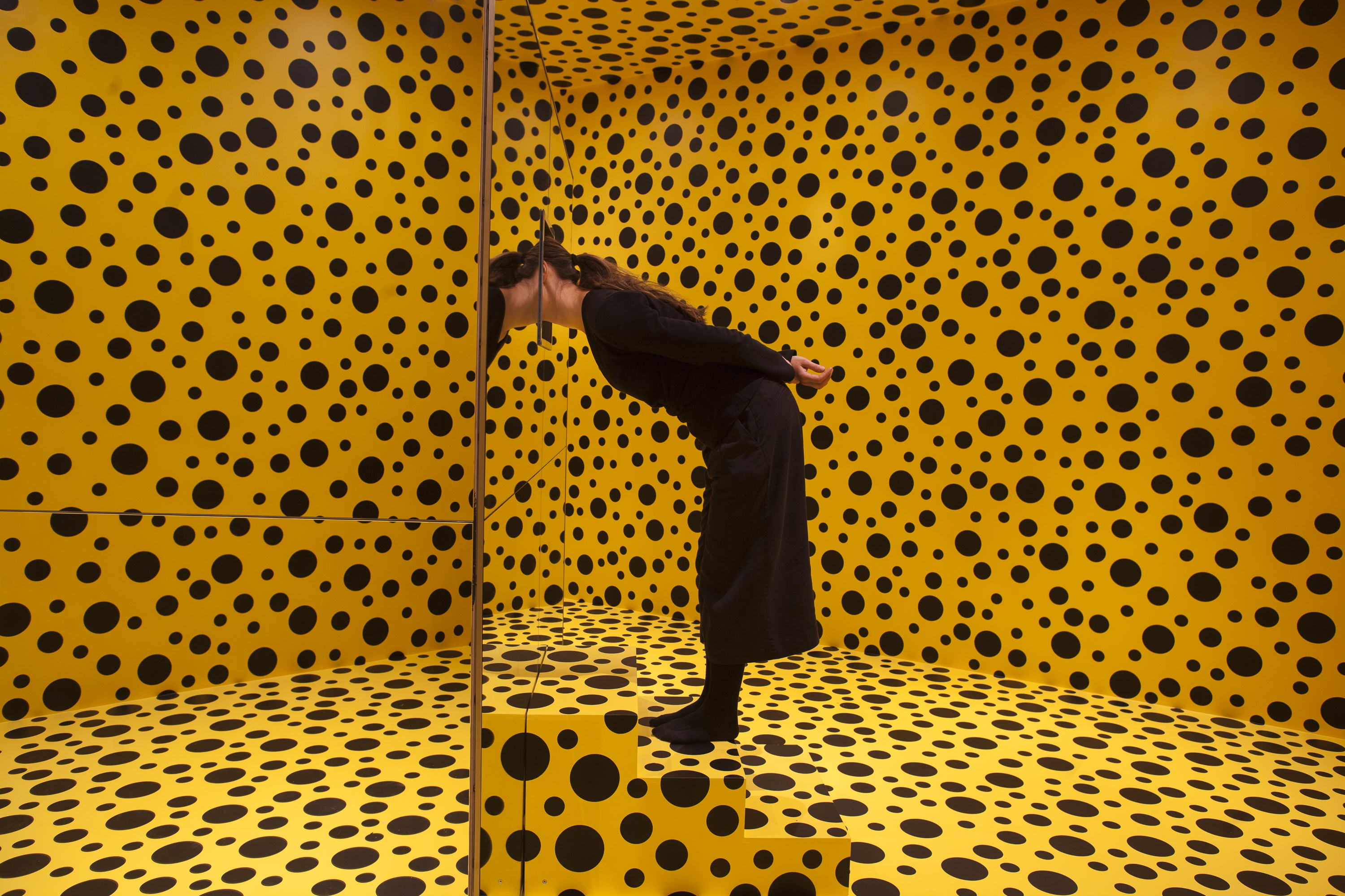 yayoi kusama in infinity ham. Black Bedroom Furniture Sets. Home Design Ideas