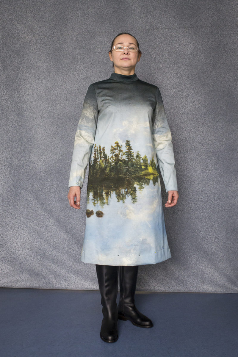 Lake Landscape has been printed on the costumes of the opera choir. Opera singer Tatja Romanova-Vorontsova helps out with the fitting of the dress. © HAM / Hanna Kukorelli
